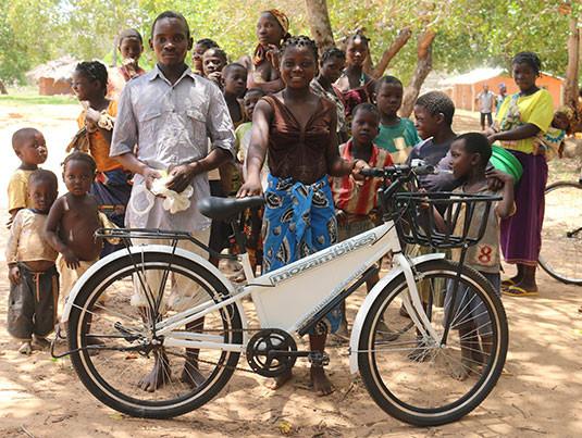 Mozambikes fazendo a alegria da população / Divulgação