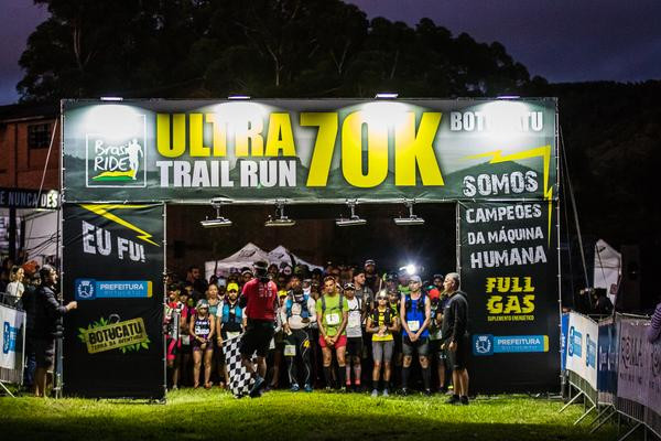 Largada da Ultra Trail Run 70k  (Wladimir Togumi / Brasil Ride)