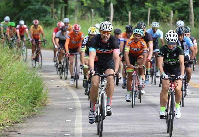 Ciclistas durante o primeiro Group Ride de Conservatória / Fernando Maia