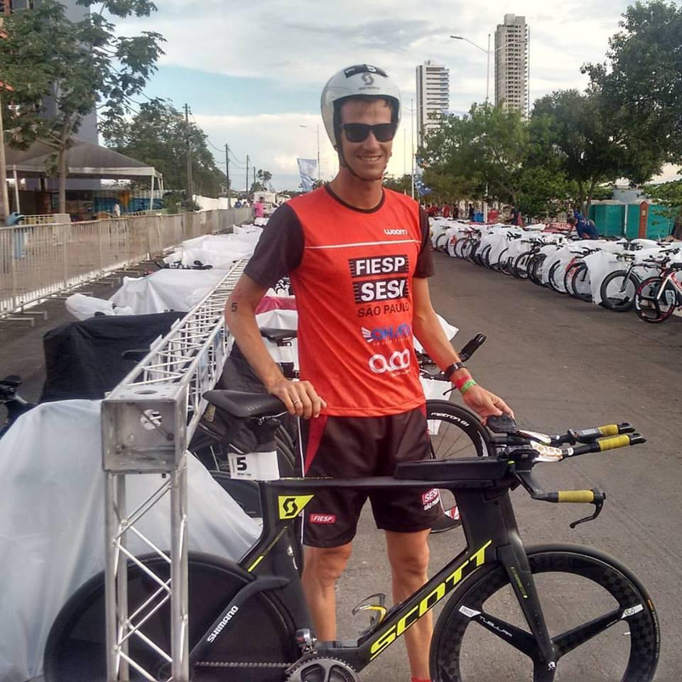Colucci no bike check-in / Divulgação