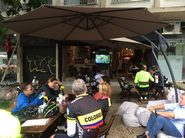 Galera reunida no Bastarda Café / Divulgação