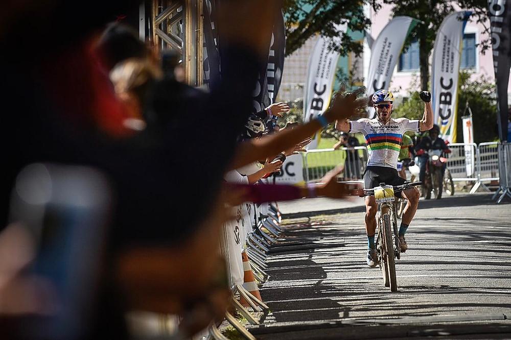 Henrique Avancini cruzando a linha de chegada / Gustavo Epifanio-Cannondale MTB Festival