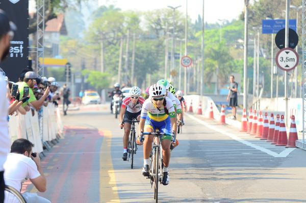Wellyda cruza a linha de chegada / Luis Carlos Antunes - Divulgação