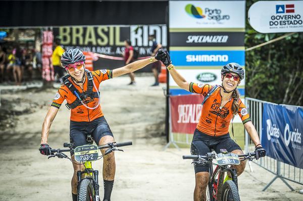 Campeãs da elite feminina cruzam linha de chegada (Josue Fernandez / Brasil Ride)
