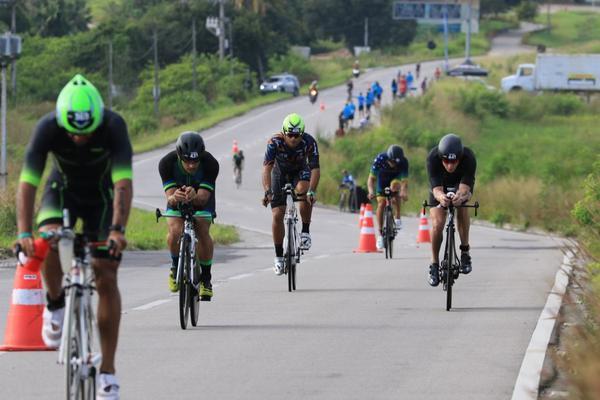 Rodrigo Lobo e Flávia Meyer vencem o Ironman 70.3 Fortaleza