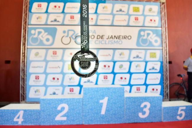 Medalha e pódio da Copa Rio de Ciclismo ano passado em Itaipava / Rogério Marçal