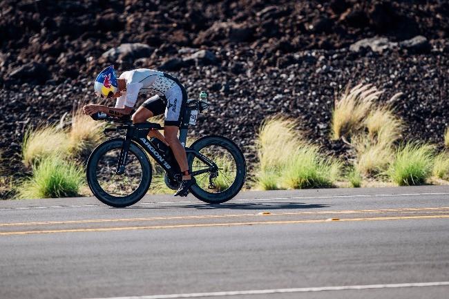 Igor Amorelli fazendo força no Mundial de Ironman no Havaí