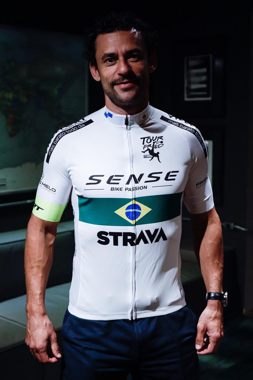 Fred com a camisa da pedalada / Reprodução Twitter Fred Guedes