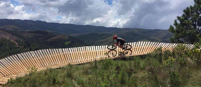 Diogo em ação na trilha do Zoom Bike Park / Divulgação