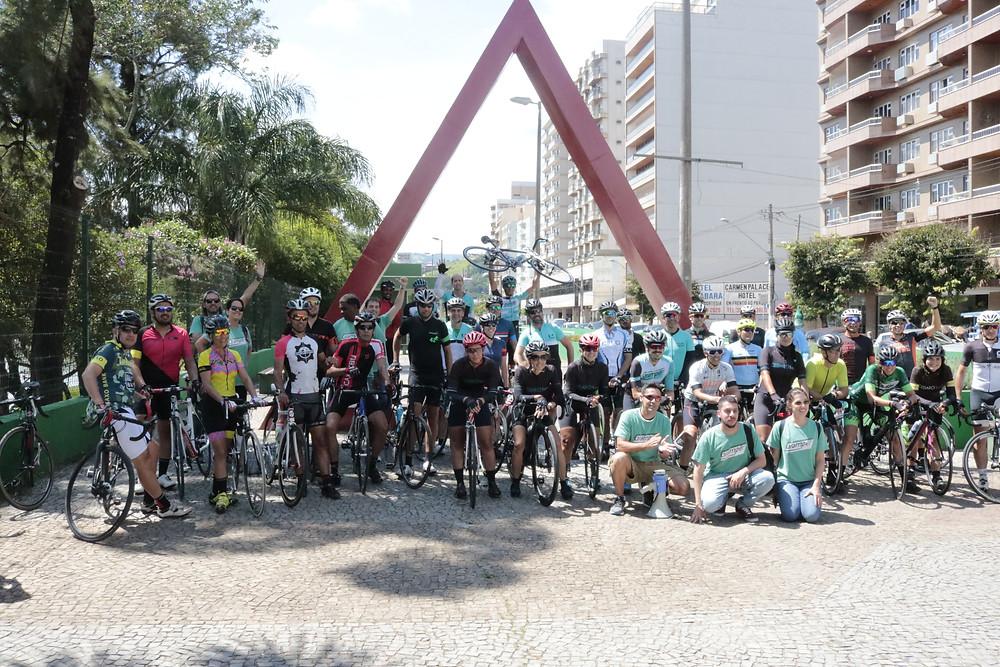 Ciclistas reunidos após o evento-teste / Márcio de Miranda - Planeta da Bike