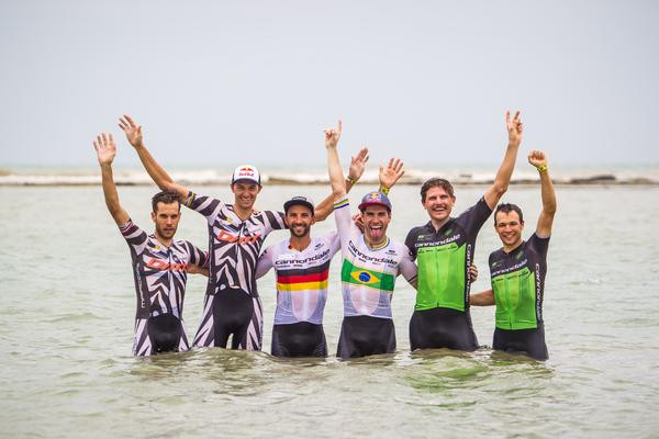 Pódio da sétima etapa no mar  (Fabio Piva / Brasil Ride)