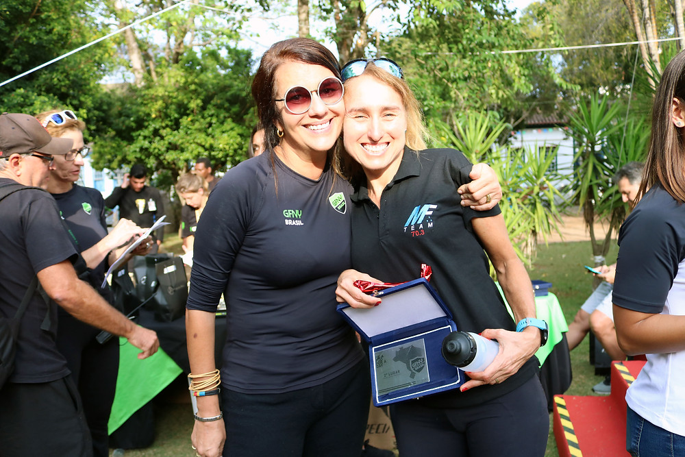 Luisa Jucá (GFNY Brasil) e a ex-triatleta Márcia Ferreira após a premiação / Márcio de Miranda - Planeta da Bike