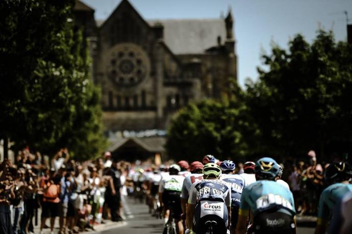 Tour de France: Alaphilippe, dono da Camisa Amarela, trabalhou para vitória de Elia Viviani, na quar