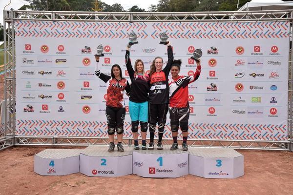 Pódio feminino da Copa América de Downhill 4X 2018  (Léo Shibuya/MBraga Comunicação)