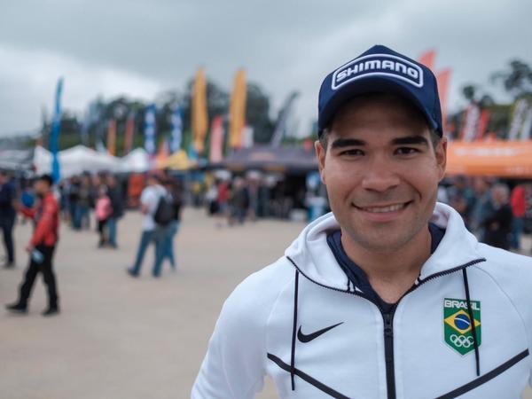 Gideoni Monteiro embarca para terceira etapa da Copa do Mundo de Pista
