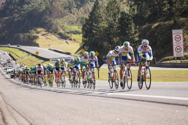 Pelotão na 3ª Volta Ciclística de Guarulhos  / Lucas Dantas
