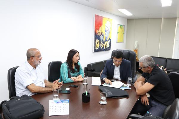 Mario Roma, fundador da Brasil Ride, e prefeita de Porto Seguro se reúnem em Salvador para planejar