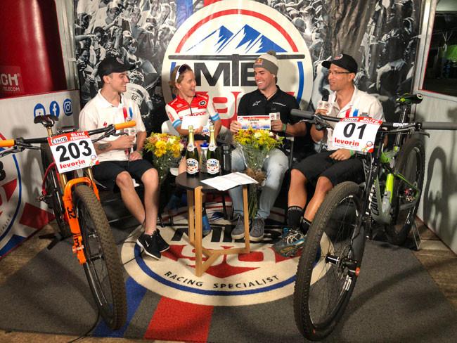 MTB90 com os vencedores da primeira etapa em Araxá / Divulgação