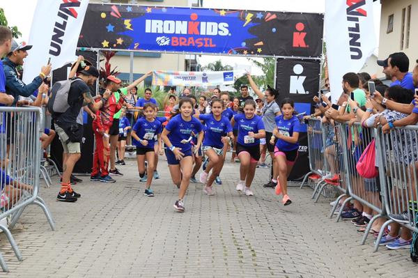 Largada do Ironkids (Fábio Falconi/Unlimited Sports)