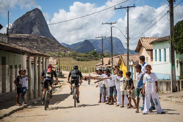 Passagem por São João do Sul, distrito de Guaratinga (Fabio Piva _ Brasil Ride).jpg