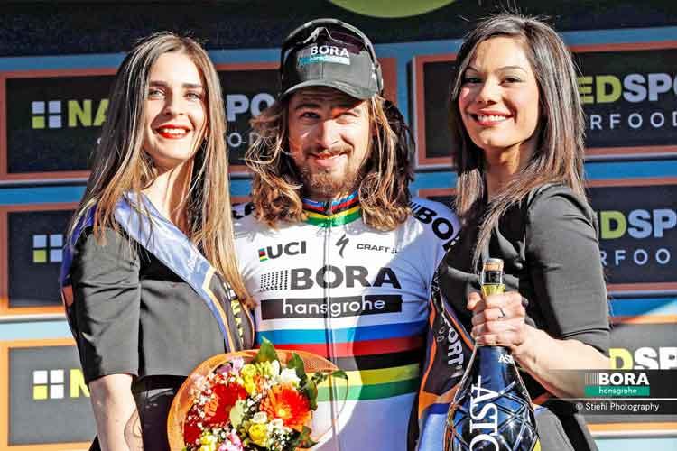 Sagan bem acompanhado no pódio / Divulgação  Bora-Hansgrohe
