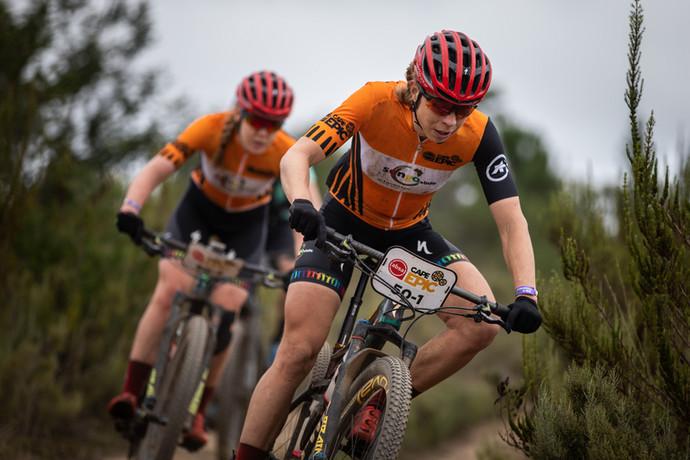 Cape Epic: Annika e Anna VD Breggen vencem mais uma e já miram o bicampeonato na África do Sul