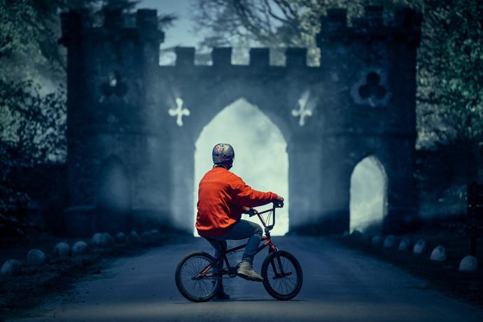Game of Thrones: o fotógrafo Lorenz Holder se une ao piloto austríaco Senad Grosic em ensaio na Irla