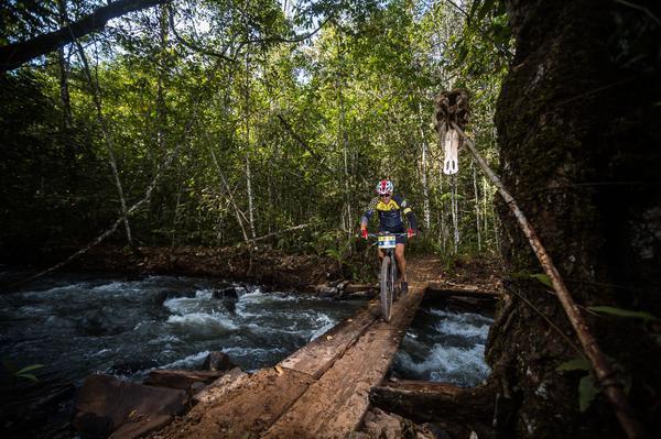 Prova passará por rios e Cachoeiras (Wladimir Togumi / Brasil Ride)