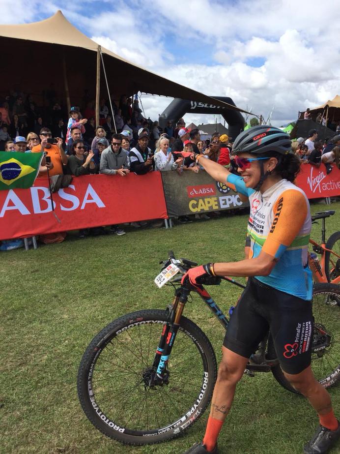 Dupla de Raiza Goulão conquista a última etapa e termina no Top 5 da Cape Epic