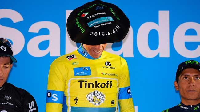 Alberto Contador e o seu chapéu - © TDWsport