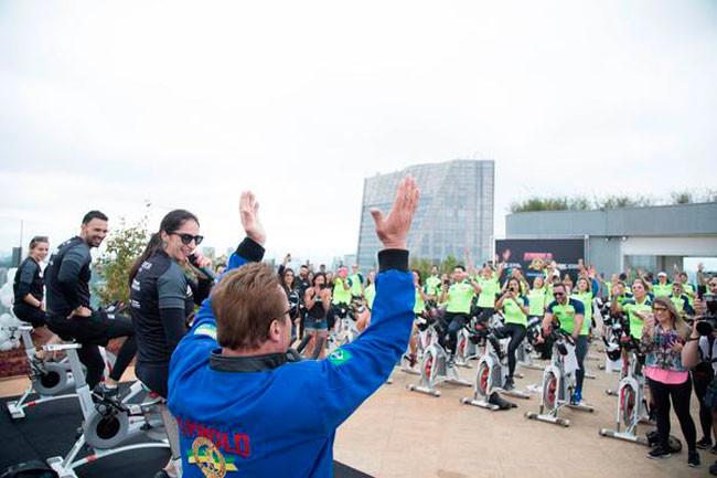 Arnold agita os bikers / Rodrigo Dod - Savaget