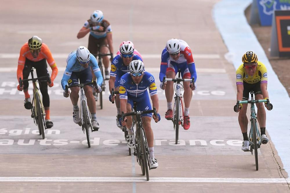 Sprint no Velódromo de Roubaix / Divulgação Deceuninck - Quick-Step