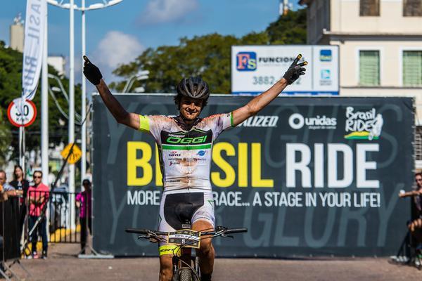 Bruno Lemes comemora título inédito (Wladimir Togumi / Brasil Ride)