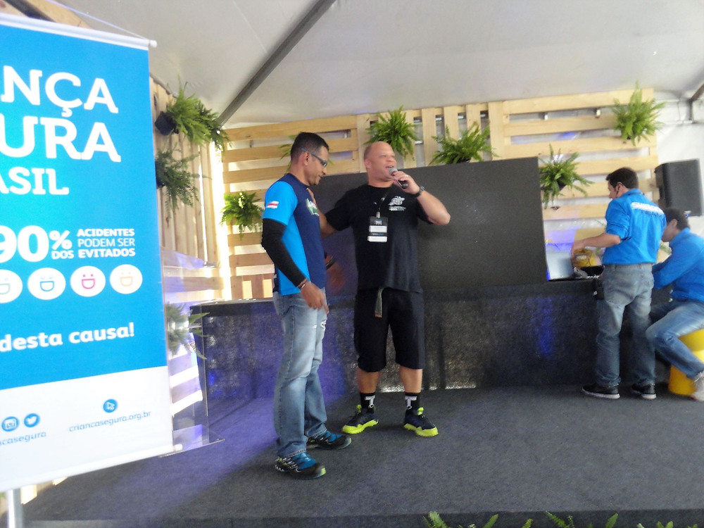 Paulo (de azul) e Márcio de Miranda (Planeta da Bike) na Arena Mobilidade / George Panara - Mundo Bici