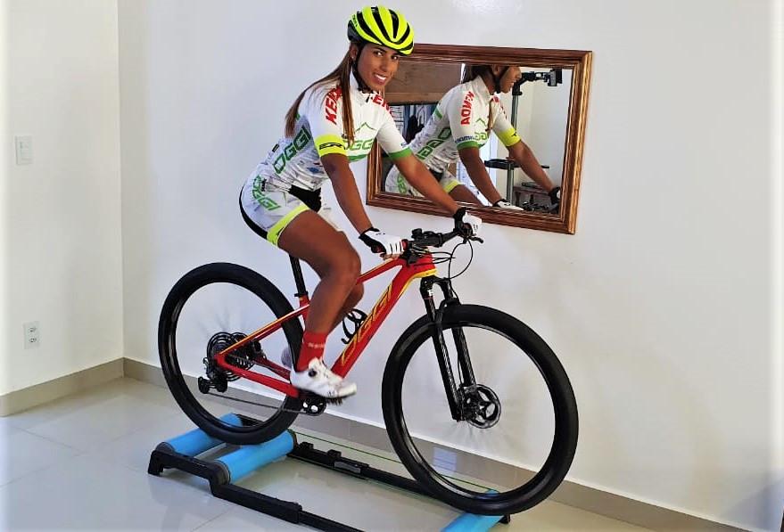 Paula Gallan treinando em casa / Divulgação