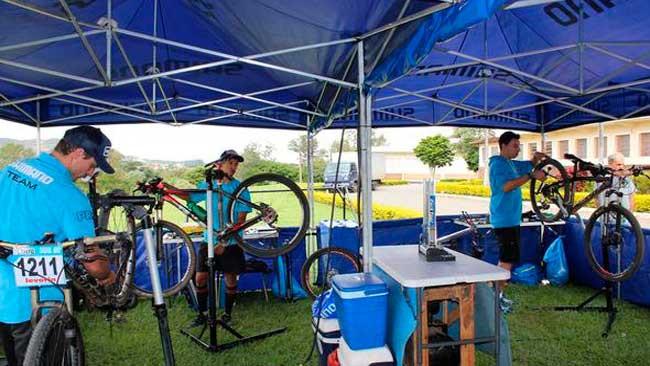 Suporte Neutro Shimano em competição de MTB / Divulgação)
