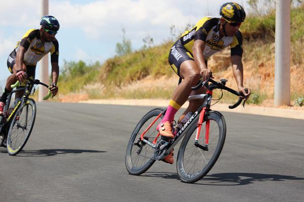 Ben-Hur (direita) em ação no Brasil (Divulgação / Mazza Ciclismo)