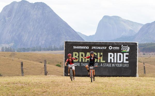 Chegadas das espanholas Ana e Sandra (Rosita Belinky / Brasil Ride)