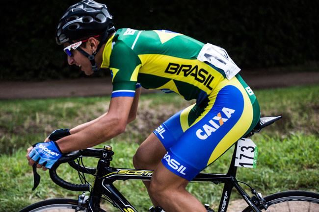 Lucas Ribeiro em ação pela Seleção Brasileira de Ciclismo -.Maximiliano Blanco_CB