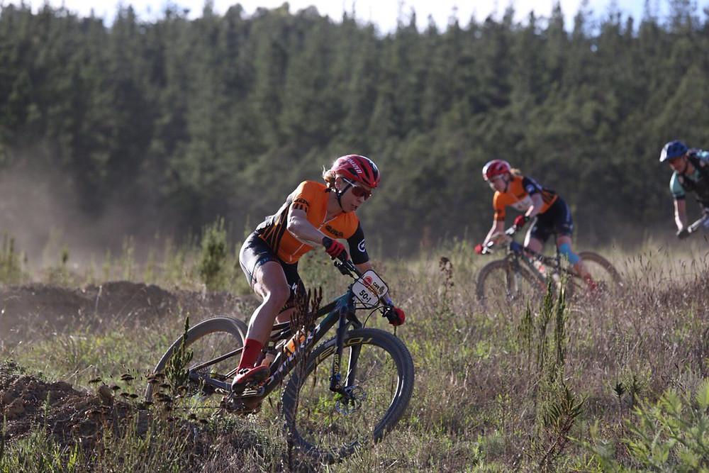 A dupla de Annika segue liderando com folga / Cape Epic Divulgação