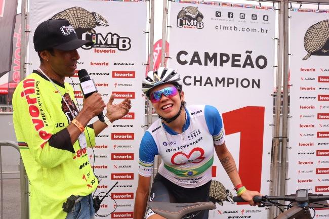 Marrom MC e Raiza Goulão após a vitória na etapa paulista / Márcio de Miranda