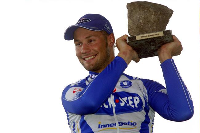 Boonem e o primeiro troféu da coleção / Divulgação A.S.O