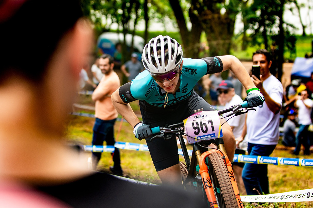 Giugiu acelera nas curvas - Foto Cesar Delong