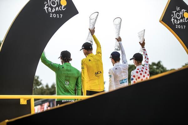 Os campeões de 2017 no pódio na França / Wouter Roosenboom - Divulgação