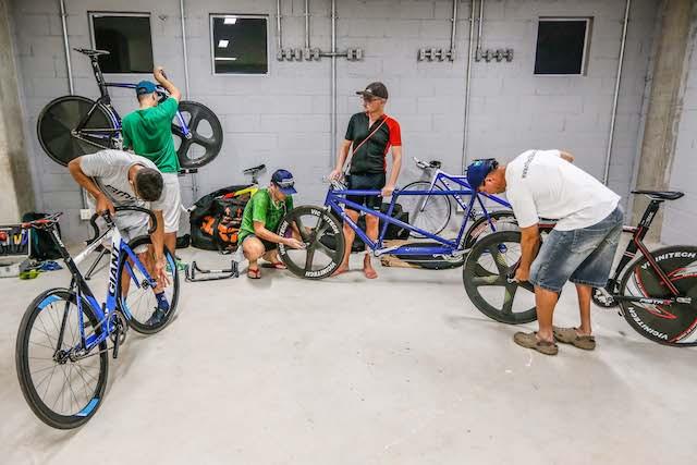 Montagem das bicicletas / Marco Antonio Teixeira/MPIX/CPB