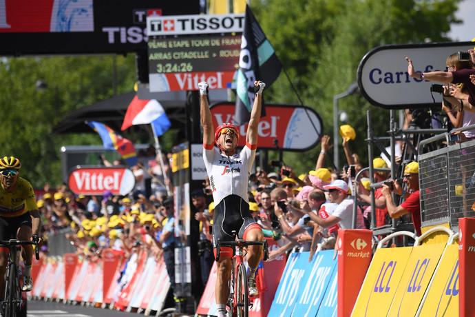 Tour de France em Roubaix: Degenkolb vence, Porte abandona e Van Avermaet segue liderando