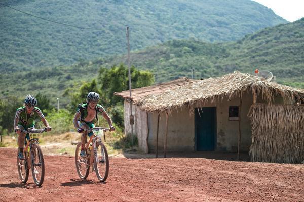 Ivonne Kraft (esq.) na Brasil Ride 2014  (Pedro Cury / Divulgação)