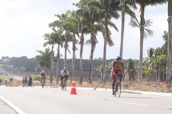 José Belarmino e Claudia Dumont vencem o Ironman 70.3 Fortaleza