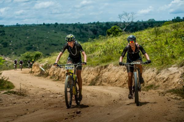 Viviane e Tania, na frente na etapa (Ney Evangelista / Brasil Ride)