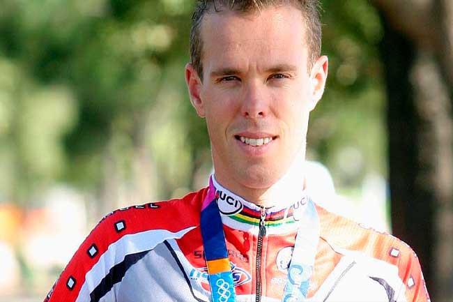 Stephen Wooldridge com a medalha de Athenas -2004 / Divulgação COA